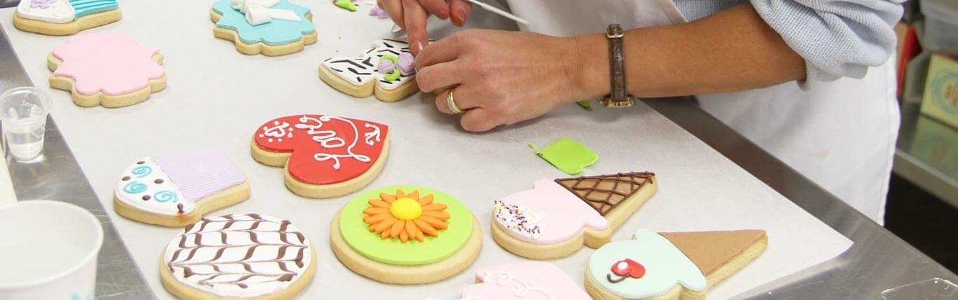 PinkCakeBox_cookie-decorating-class