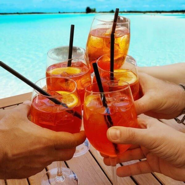Cocktail in riva al mare