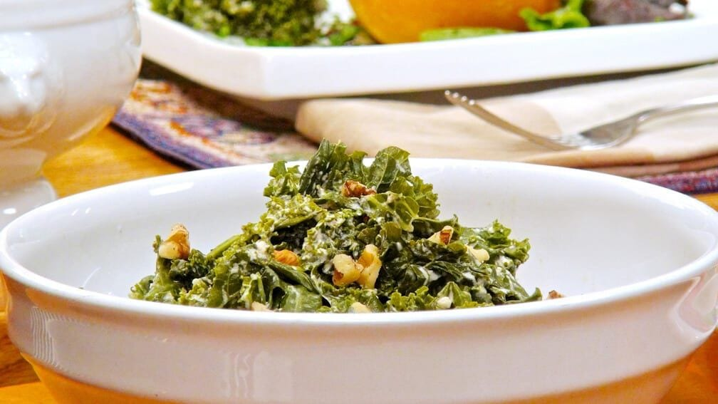 Thanksgiving Side Dishes: Steamed kale with walnut cream sauce