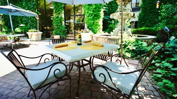 Calandra's Mediterranean Grill Outdoor Seating
